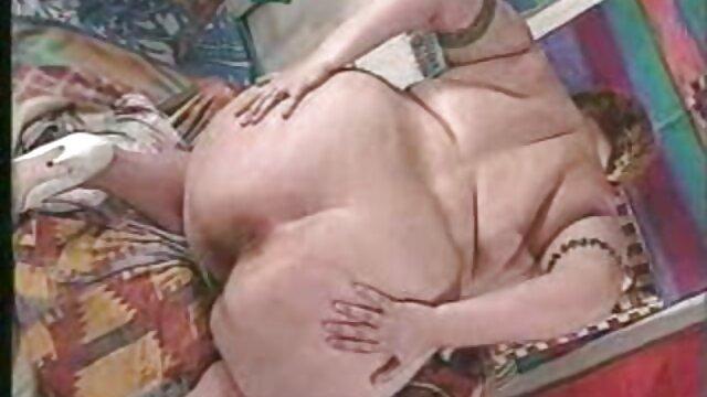 الفيديو المنزلية مع فتاة مواقع تحميل سكس اجنبي ترتدي الملابس الداخلية الدانتيل